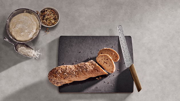 VICTORINOX 维氏 推出瑞士现代系列面包和蛋糕刀大马士革限量版
